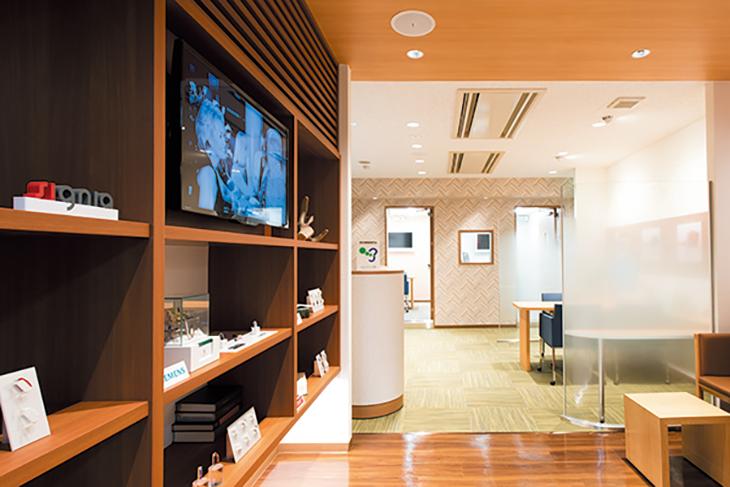 小型補聴器専門店ヒヤリングストア  新宿西口店